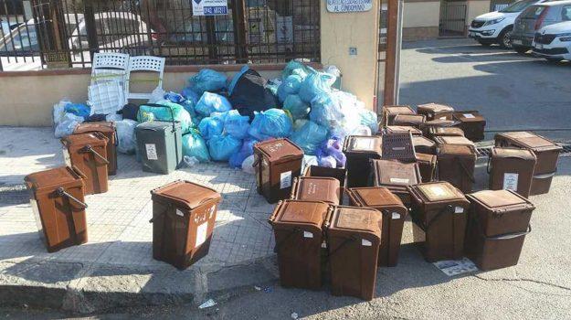 polemica, raccolta rifiuti, roccalumera, Messina, Cronaca