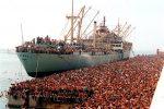 Vlora, 30 anni fa a Bari l'approdo della nave con 20 mila albanesi - FOTO