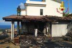 Zambrone, incendio di macchia mediterranea danneggia 2 villette FOTO