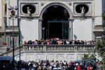 A Napoli i funerali del piccolo Samuele, folla e commozione. Il vescovo in lacrime - FOTO