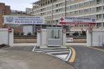Bari, detenuto ingoia una lametta per farsi portare in ospedale ed evadere