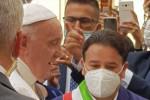"""Altomonte """"incontra"""" Papa Bergoglio, consegnato il piatto del sodalizio FOTO"""