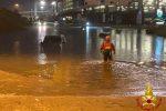 Nubifragio su Milano, dieci persone salvate nelle auto finite sott'acqua. Chiuso l'aeroporto di Malpensa FOTO | VIDEO