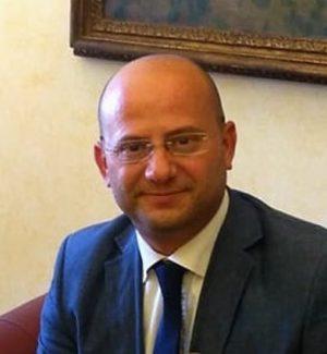 Risolve problema matematico aperto da 20 anni, ma l'Università di Palermo gli toglie la cattedra