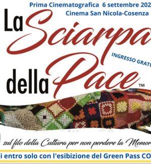 La sciarpa della pace. Un manufatto, intrecciato da mille storie, con il solo scopo di raccontare le memorie ed in particolare quella dei nonni