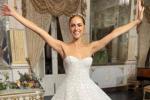 """Miriam Leone, nozze da """"regina"""" tra Sicilia e tradizione: il look in chiesa e in sala - FOTO"""