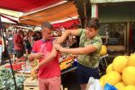 Covid, vaccino anche al mercato di Ballarò di Palermo: applausi per i medici - FOTO