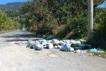 Fuscaldo, l'estate si chiude come era iniziata: mare sporco e spazzatura per le strade FOTO | VIDEO