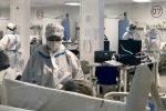 Calabria, il Covid minaccia le lezioni in aula e riempie gli ospedali