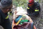 San Sostene, 70enne precipita con l'auto in una scarpata: salvato dai vigili del fuoco FOTO