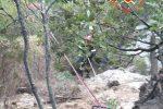 Precipita in un dirupo nel Catanzarese, 40enne salvo grazie ai vigili del fuoco