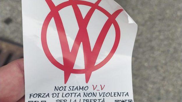 adesivi, messina, no vax, papardo, vaccini, Messina, Cronaca