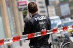Germania: benzinaio 20enne chiede a un cliente di indossare la mascherina, lui gli spara e lo uccide