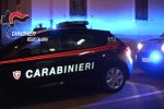 Reggio, allertati dal figlio di 5 anni i carabinieri salvano la vita a una donna