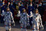 Spazio: rientrati astronauti cinesi dopo missione record