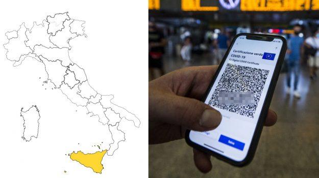 Covid: l'Italia non cambia colori, presto estensioni al Green pass. Ancora 3,6 mln over 50 senza vaccino