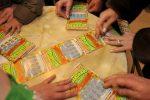 Anziana vince 500mila euro con Gratta e vinci a Napoli, ma tabaccaio ruba il biglietto e fugge