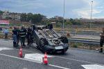 Auto si ribalta a Reggio, muore sul colpo donna di 54 anni - FOTO