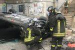 Terribile incidente a Torregrotta. Auto vola giù dal viadotto: un ferito in ospedale - FOTO