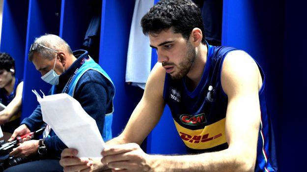 Daniele Lavia nello spogliatoio prima della semifinale con la Serbia