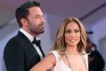 "Ben Affleck e Jennifer Lopez incantano Venezia in ""bianco e nero"""
