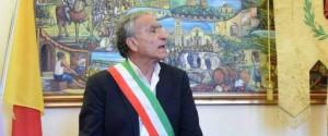 Aggredito il sindaco di Rometta, Merlino ferito al volto e al braccio: è ricoverato al Papardo