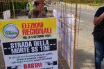 """Chiuso in gabbia con una bara accanto: Nando Amoruso protesta contro la """"Strada della morte 106"""""""
