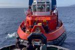 Imbarcazione rimorchiata nelle acque dello Stretto di Messina - VIDEO
