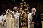 """Napoli, si ripete il miracolo di San Gennaro. Mons. Battaglia: """"Il sangue si è sciolto"""""""