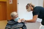 Ultracentenaria prima vaccinata a Rieti con terza dose