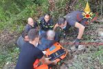 Albi, precipita in un dirupo durante un'escursione. Salvato dai vigili del fuoco