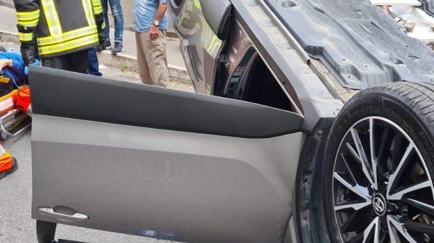 Incidente a Lamezia, coinvolte due auto. Un anziano trasferito in ospedale