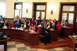 """In seconda e terza fila alcuni dei consiglieri di """"Città futura"""" il gruppo che fa riferimento a Vito Pitaro"""