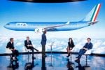 """""""Azzurro come l'Italia che vince"""", primo volo per Ita Airways: lavoratori Alitalia in protesta"""