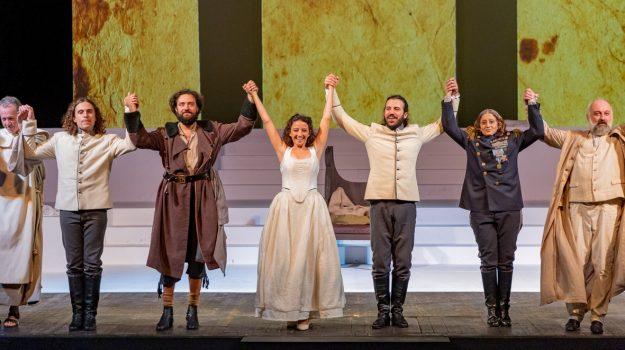 """Al teatro di Messina """"Molto rumore""""... e altrettanti applausi!"""