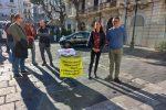 """Reggio, proteste in piazza sul Green pass obbligatorio: """"Umilia i lavoratori"""""""