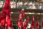 """La Cgil manifesta davanti alla sede assaltata sulle note di """"Bella Ciao"""""""