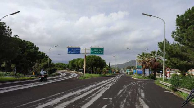 """L'Etna """"urla"""" ancora. Pioggia di cenere sull'autostrada Catania-Messina e su Taormina - FOTO"""