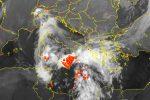 Maltempo, allerta rossa in Calabria e Sicilia: quasi 600 interventi dei vigili. Oggi scuole chiuse a Messina, Reggio, Catanzaro e Crotone