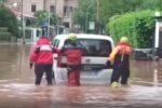 Bomba d'acqua a Mondello: diverse persone salvate dalle auto sommerse dal fango - VIDEO