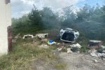 Rosarno, sequestrata una megadiscarica a cielo aperto: numerosi i rifiuti pericolosi
