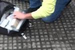 Messina, trolley da viaggio carico di droga su un pullman di linea: arrestato un corriere VIDEO