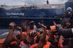 La nave Sea Watch al largo di Trapani chiede lo sbarco di 407 migranti