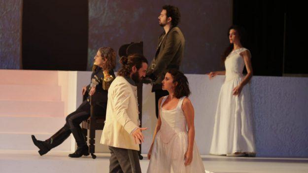 """""""Molto rumore per nulla"""" a Messina: tragico e comico, l'amore muove tutto"""