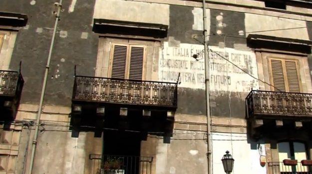 acireale, scritte fasciste, Sicilia, Cronaca
