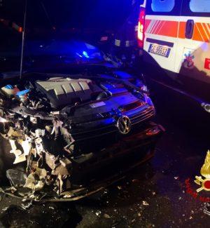Auto sbatte su un'ambulanza sulla statale Catania-Adrano. Due i feriti