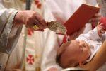 """Sicilia, alcune diocesi """"sospendono"""" la figura dei padrini nei battesimi"""