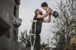 Bimbo e papà senza arti, la foto simbolo del dramma siriano