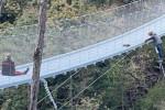 Mamma di 3 figli vuole gettarsi da ponte a Belluno, carabiniera la salva dopo dialogo di 4 ore