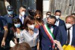 """Abbattuta la prima baracca dell'Annunziata. Carfagna: """"Messina cancella un'altra vergogna"""""""